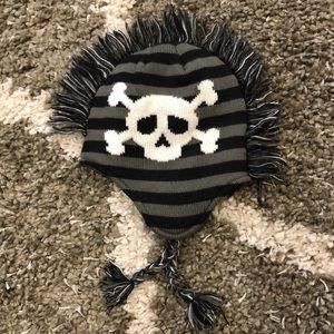 Skull and cross bones toque